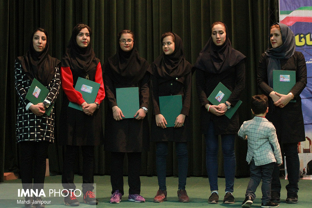 Women's volleyball medalists from Isfahan province paid tribute to