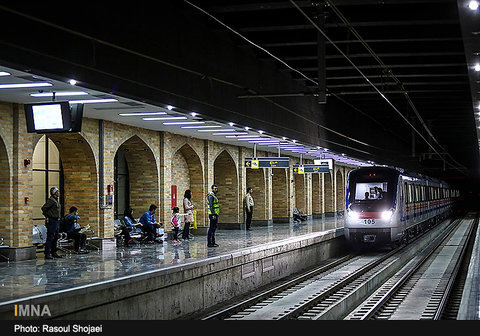 "97 % progress at ""Azadi Square"" metro station"