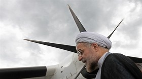 Iranian photographer presents his gold medal to President Rouhani