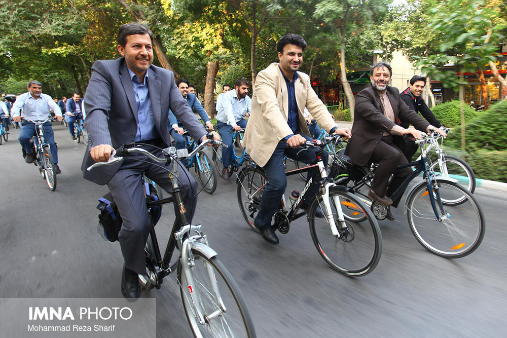 Isfahan mayor cycles along with City Council members and Qard al-hasan bank employees