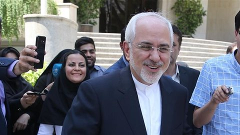 Iran's top priority is to promote ties with neighbors, says Zarif