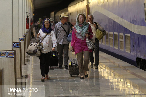 '1001 Nights' tourist train arrives in Isfahan