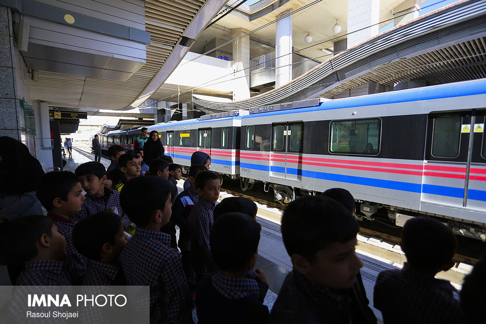 Isfahan students receive training for using metro