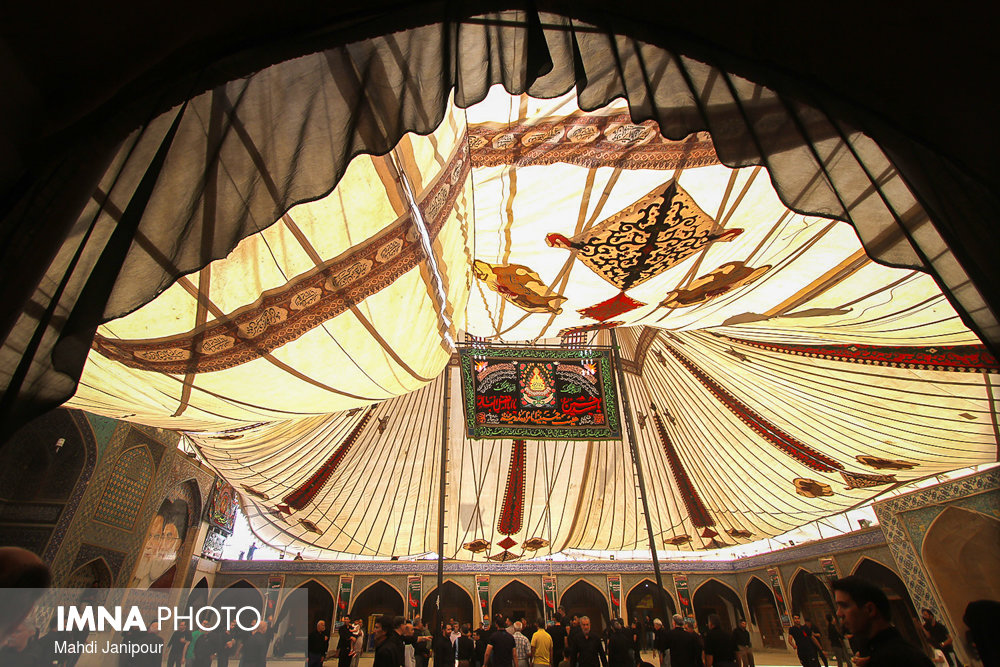 Mourning tent of Muharram raises up in Isfahan