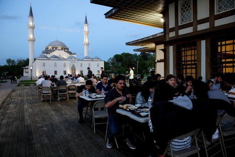 Muslims observe Ramadan around the globe