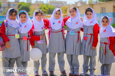 Iranian schools warmly welcome students